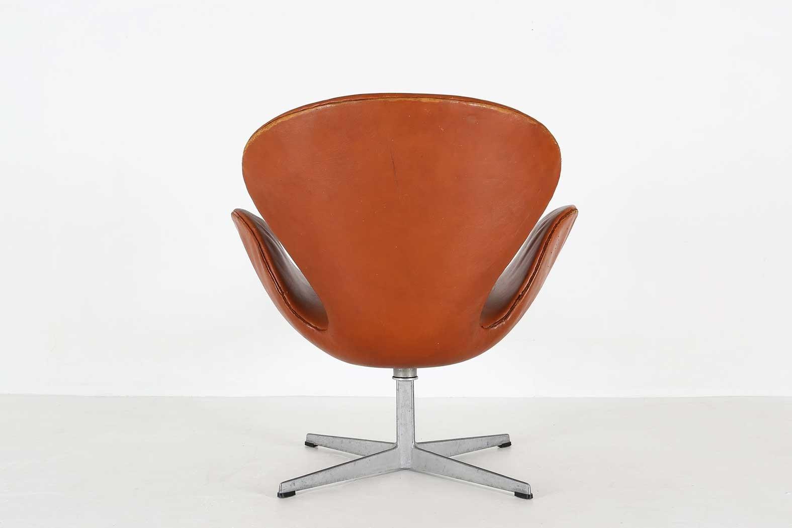 Arne Jacobsen Swan chair Ca.1960thumbnail
