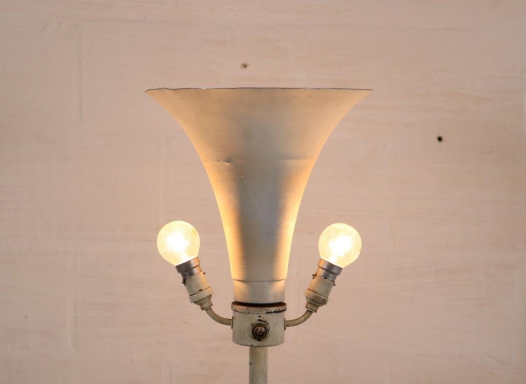 Art deco lamp with Corinthian pillarthumbnail