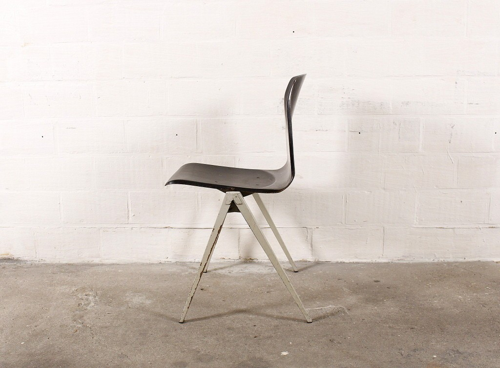 Pagholz chair with black seatthumbnail